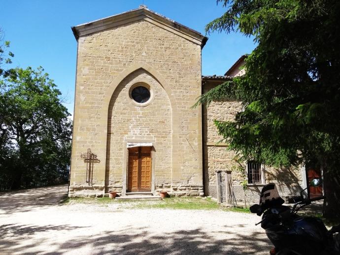 San Valentinon kirkko lähellä Casa Corbaria. Don Luigi Piazza piti kirkon ovia aina auki Banda Corbarin väelle.